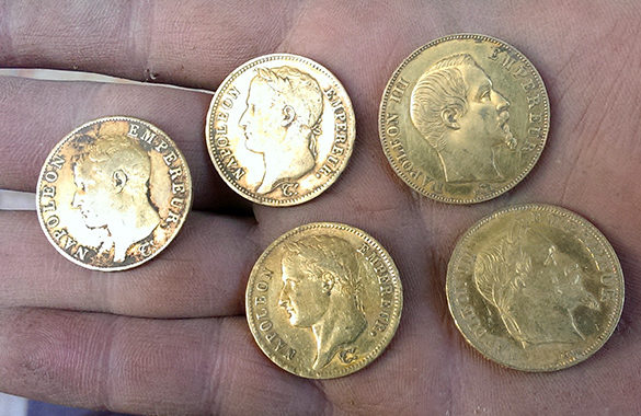 monnaies en or trouvées par un détecteur de metaux