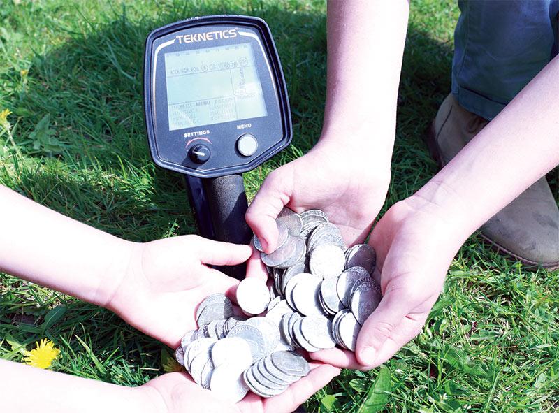 Trésor de monnaie trouvées avec un détecteur Teknetics T2
