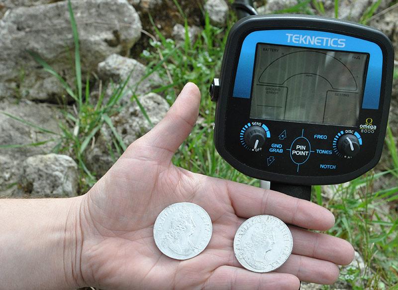 Monnaies de Louis XIV en argent trouvées par détecteur de métaux Teknetics Omega 8000