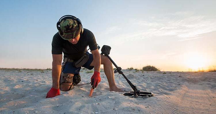 detectoriste à la plage