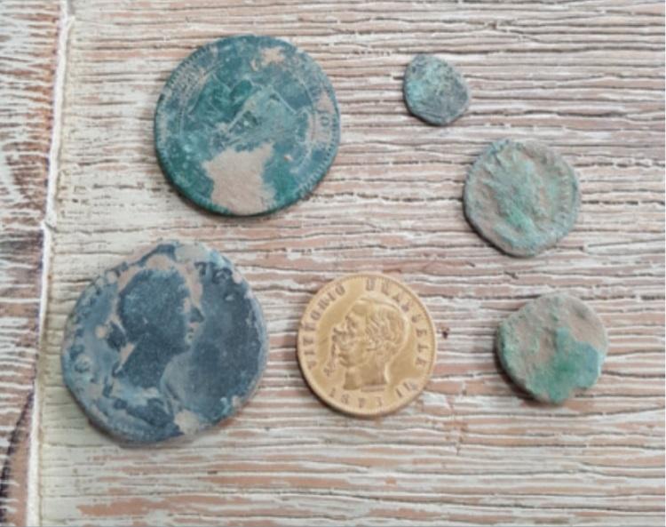 les monnaies trouvés par les détécteur équinox