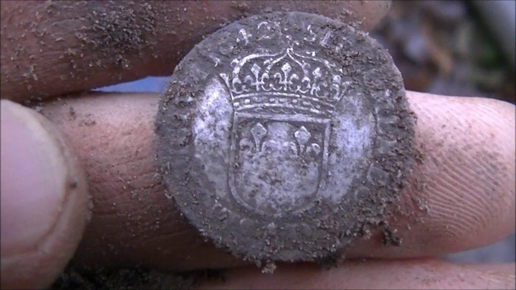 monnaie royale trouvé en foret