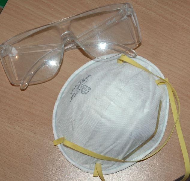 équipement de protection pour nettoyer avec une dremel
