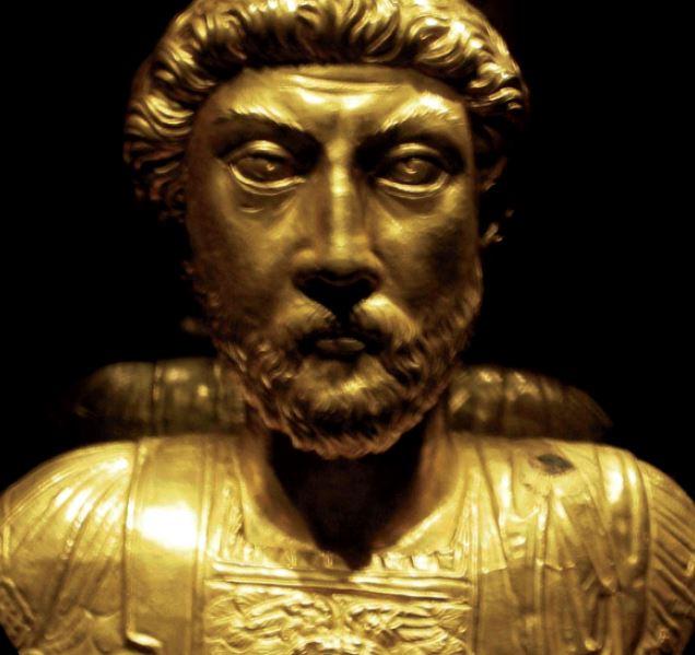 Buste en or de Marc-Aurèle. Exposition Aventicum.