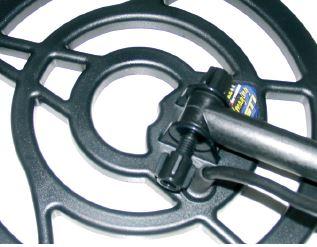 la connectique est douteuse tant au niveau des picots de connexion qu'au niveau de la visserie qui ici heurte la connexion entre le fil et le disque du GTI 2500