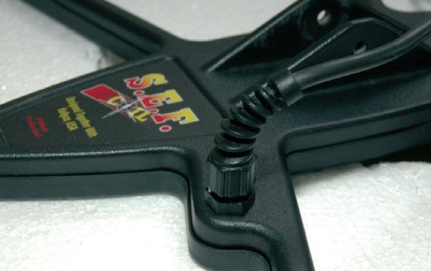 La connectique du disque sef est protégée par un petit flexible.